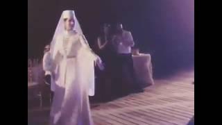 Майами-Осетинка и колумбиец на своей свадьбе танцуют осетинский танец Хонга