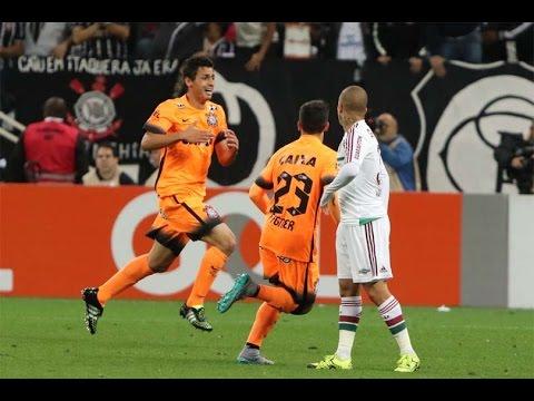 ab07166031c78 Joia do terrão marca e Corinthians vence o Fluminense na estreia da camisa  laranja