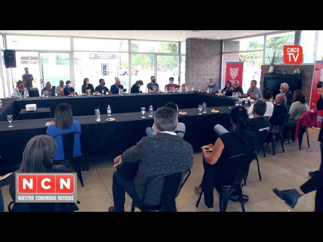 CINCO TV - Julio Zamora garantiza la regularización dominial de más de 30 familias de Villa La Ñata