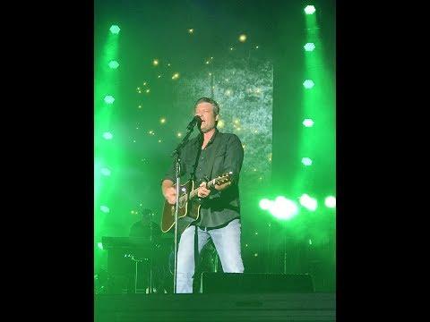 Blake Shelton - Boys 'Round Here - Live - Happy Valley Jam