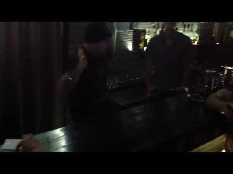 Octopus Karaoke: Бешеный бар