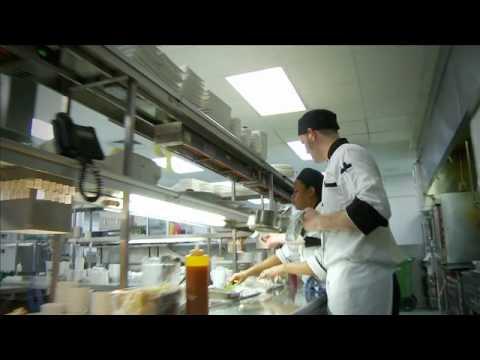 Aide cuisinier formation et reconnaissance emerit youtube for Cuisinier etude