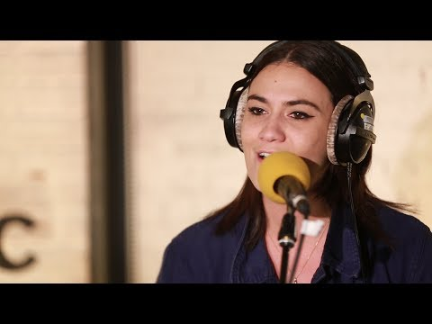 Nadine Shah -  Mother Fighter (6 Music Live Room)