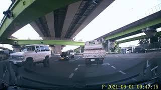 超危険運転 こんな積載あり得るのか。