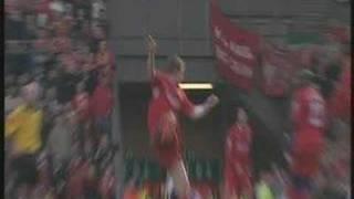 Alan Smith breaks leg...