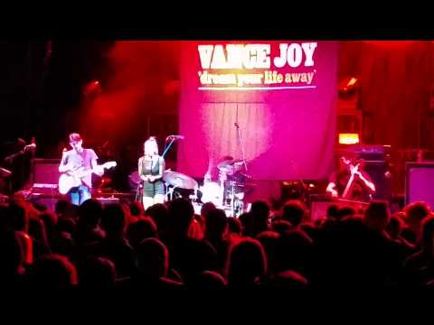 Meg myers set (full), Z104.5 The Edge Christmas Concert #1