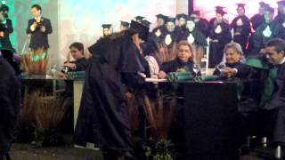 Eveline Macêdo- Colação de Grau.  Recebendo o diploma. Formatura de Medicina UNIRG 01/12/2012