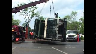 Wrecker. Rotator Wrecker, Big Rig, Heavy Duty, Tow Truck, In Action How to lift