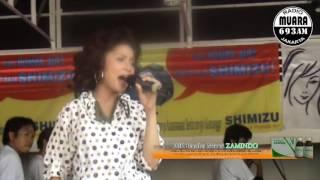 Amelia Hesty Menggoyang Radio Muara