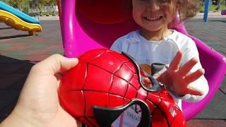 Ayşe Ebrar Spiderman oldu. Gizli Görevde. Acaba parkta Niloya yı kurtarabilecek mi?