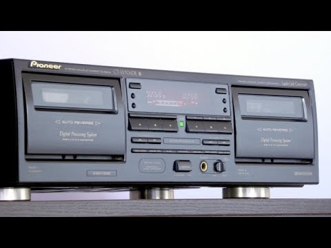 A cassette deck that eliminates tape hiss - Pioneer CT-W616DR