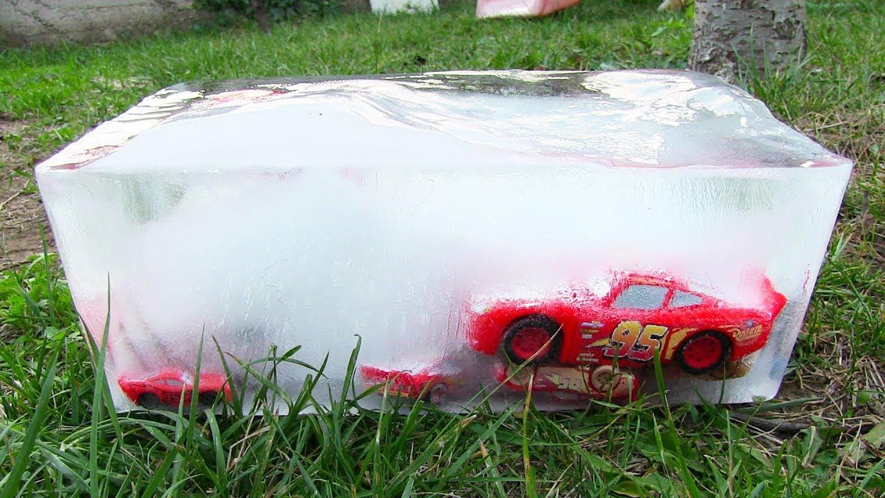 Şimşek McQueen Dev Buz Kütlesi Donmuş Oyuncak Arabaları Çıkarıyoruz