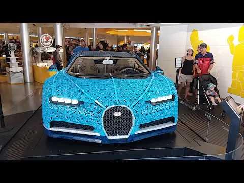 Bugatti hecho de Legos en LEGO Store en Disney Springs