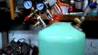 Мой самодельный компрессор из холодильного двигателя. Пробное включение.