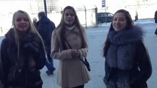 Три девушки поют русскую песню
