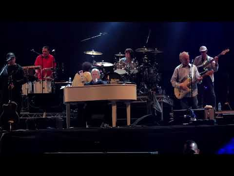 Brian Wilson (The Beach Boys) Sings Surfin' USA At Victorious Festival 2018