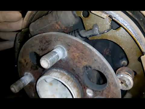 Замена задних тормозных колодок на Тойоте Карина АТ 170