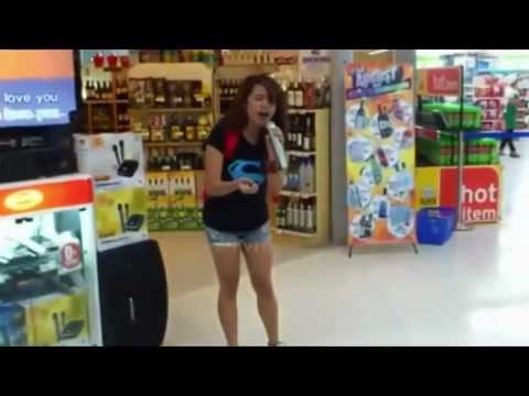 Amazing Karaoke!!! Girl sings Whitney Houston in grocery store