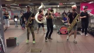 Уличные музыканты - круто отжигают!