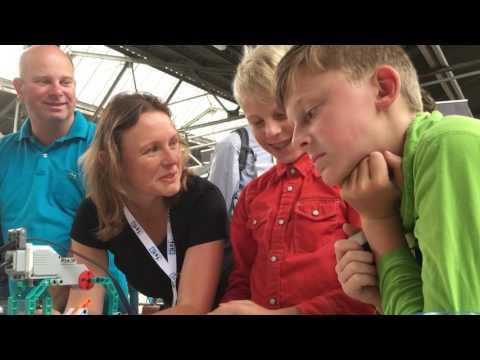 Uitleg Lego Turing Machine op Eindhoven Mini Maker Faire 2016