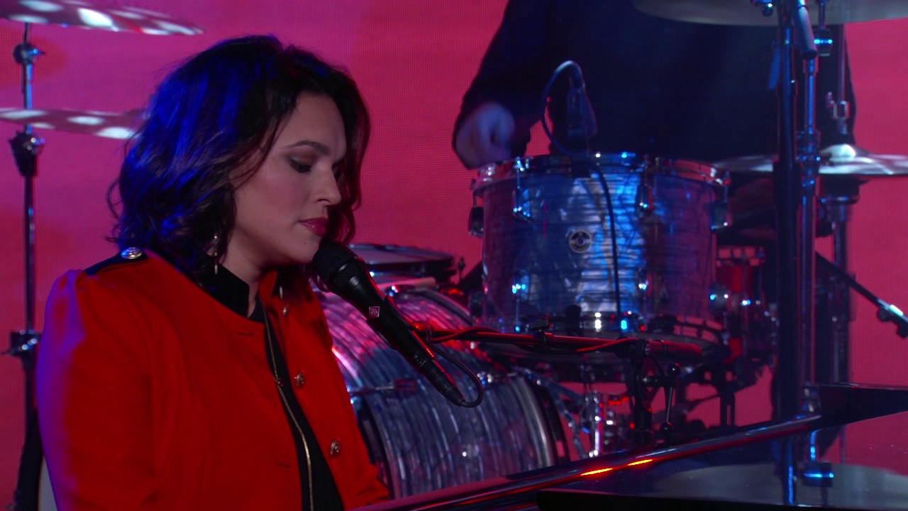 norah-jones-its-a-wonderful-time-for-love-live-from-jimmy-kimmel-live-norahjonesvevo