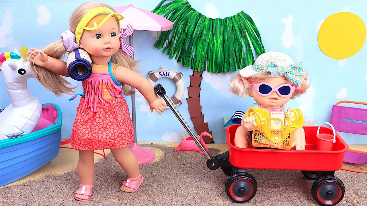 Doll sisters dress for day on the beach! Play Dolls!