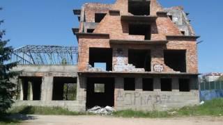 Wyburzanie budynku przy ulicy Kosocickiej w Krakowie