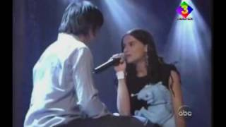 Juanes & Nelly Furtado - Fotografía, (En Vivo @ Alma Awards 2002)