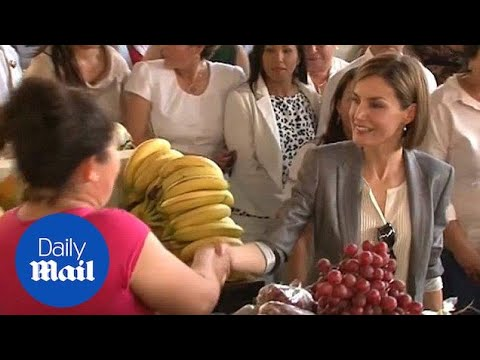 Queen Letizia greets fruit sellers in El Salvador during tour - Daily Mail
