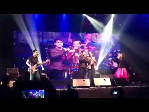 Jokowi Duet Konser dengan Arkarna vTP63HsCgQY