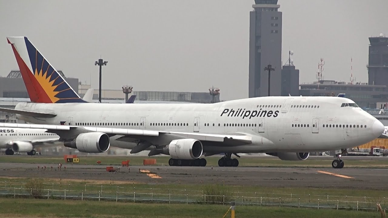 In Philippine Air Grille : Philippine airlines boeing rp c takeoff from