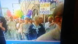 Repeat youtube video L'ALTRO VOLTO - LUCCA GAY LESBICA, 6/9/2003