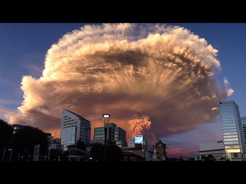 Chile Declares Red Alert As Calbuco Volcano Erupts