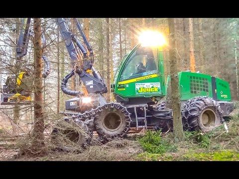 IMPRESSIVE Harvester by John Deere! Epic machine!