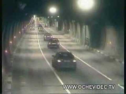 隧道超车 会酿精彩车祸