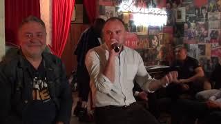 Кто прав - Навальный или Путин?