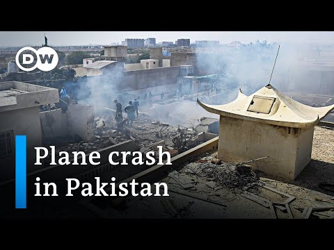 Passenger plane crashes into Pakistan's city of Karachi | DW News