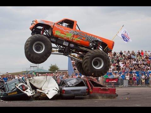 Un show de cascades avec voiture et Monster truck