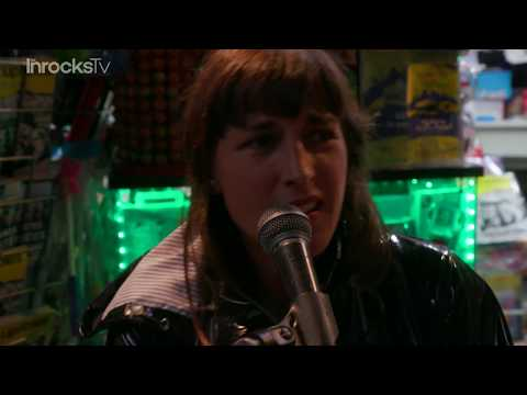 Juliette Armanet en concert surprise en plein Paris pour Les Inrocks