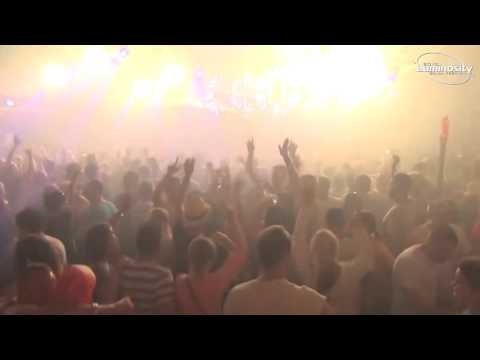 Signum playing Spacefrog ft Grim Reaper - Follow Me (Derb Remix) @ Luminosity Beach Festival 2015