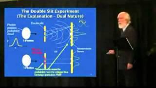Опыт Юнга объясненяет Том Кэмпбел. Корпускулярно-волновой дуализм(На видео физик Том Кэмпбелл (Tom Campbell), автор книги My Big TOE (Как все устроено) показывает самый знаменитый опыт..., 2012-03-01T14:37:24.000Z)