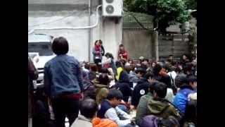 全國最年輕的街頭藝人 白芯羽 在 反黑箱服貿 靜坐現場為大家唱歌