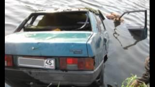 В Зауралье девушка утонула за рулем автомобиля