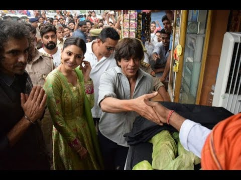 Shah Rukh Khan dances on FAN's Bhojpuri version composed by Manoj Tiwari