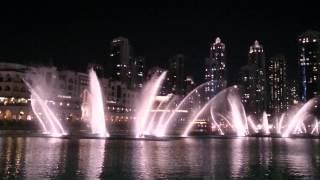 Dubai fountain dancing to a Chinese song