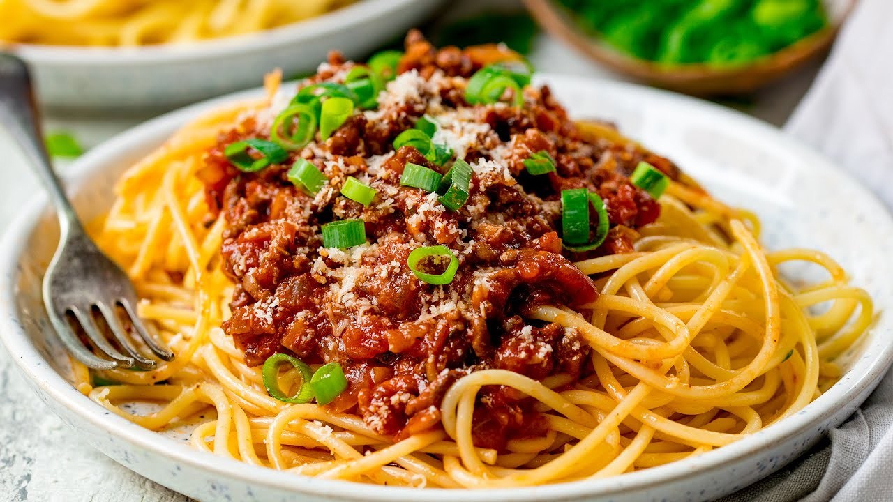 Quick And Easy Spaghetti Bolognese Family Favourite Youtube