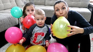 Kids  play with Balloons ! Fun playtime with children !
