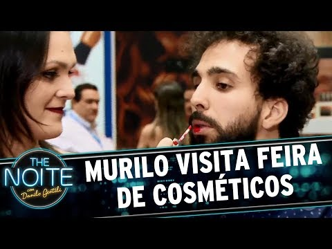 Murilo visita feira de cosméticos | The Noite (06/06/17)