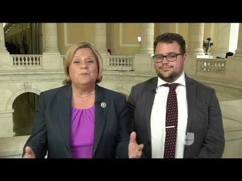 Jorge Ramos habla con la congresista Ileana Ros-Lehtinen y su hijo Rodrigo