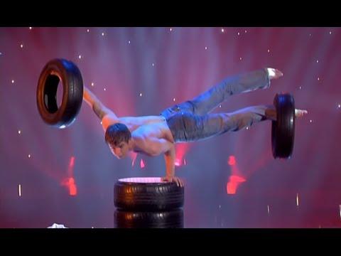 Robert Choinka - Balance Act with Tires - The world greatest Cabaret